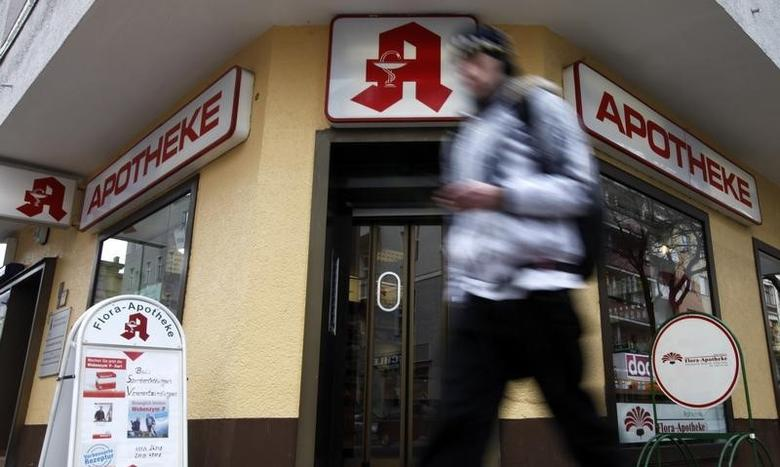 A man walks past a pharmacy in Berlin, March 17, 2010.  A government committee is due to hold its first meeting on German health care reforms later today.       REUTERS/Fabrizio Bensch (GERMANY - Tags: HEALTH) - RTR2BQIJ