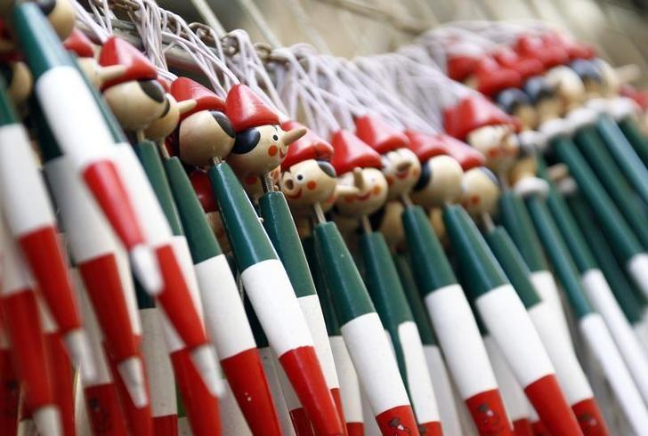 Pencils in the colours of the Italian flag with the head of Pinocchio are displayed for sale in Rome July 23, 2010.REUTERS/Alessandro Bianchi