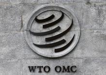 """El logo de la Organización Mundial del Comercio (OMC) en su sede en Ginebra, jun 3, 2016. China ganó el miércoles la mayor parte de un reclamo contra Estados Unidos por leyes que considera anti """"dumping"""" en un panel de disputas de la Organización Mundial del Comercio (OMC). REUTERS/Denis Balibouse"""