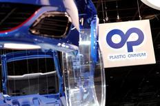 Plastic Omnium est à suivre jeudi à la Bourse de Paris. La société a fait état jeudi d'une accélération de sa croissance au troisième trimestre grâce à la vigueur de la demande automobile en Europe et en Asie et à une stabilisation de son activité conteneurs pour déchets. /Photo prise le 30 septembre 2016/REUTERS/Benoit Tessier