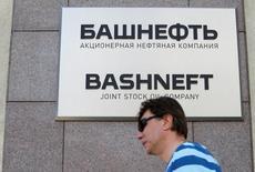 Здание Башнефти в Москве. Власти нефтеносной Башкирии не ждут от Роснефти предложений о выкупе акций Башнефти, национализированной и попавшей под контроль крупнейшей российской нефтекомпании.  REUTERS/Sergei Karpukhin