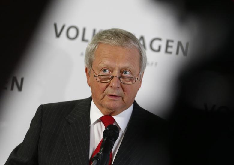 Wolfgang Porsche, member of the Supervisory board of German car maker Volkswagen, addresses a news conference  at the company's headquarters in Wolfburg, Germany October 7, 2015.  REUTERS/Axel Schmidt