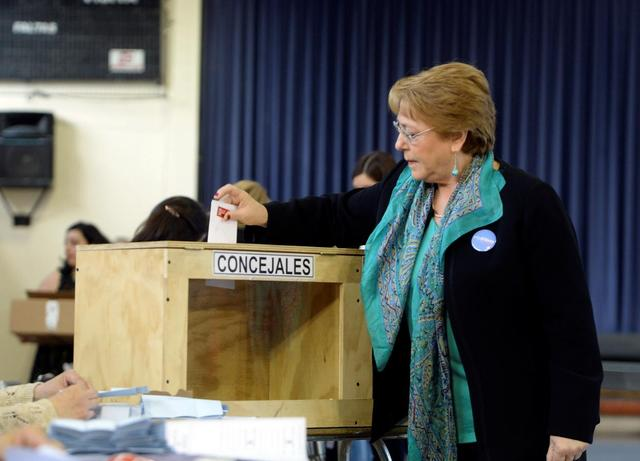 Chile's President Michelle Bachelet casts her ballot during the mayors and councillors elections in Santiago, Chile, October 23, 2016. Alex Ibanez/Courtesy of Chilean Presidency/Handout via Reuters