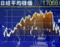 La Bourse de Tokyo a clôturé en hausse mardi. L'indice Nikkei a gagné 130,90 points à 17.365,32 points et le Topix, plus large, a pris 9,71 points (0,71%) à 1.377,32. /Photo d'archives/REUTERS/Toru Hanai
