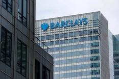 Barclays a publié jeudi un bénéfice trimestriel en hausse nettement plus marquée qu'attendu à 1,7 milliard de livres sterling (1,9 milliard d'euros). Le bénéfice imposable hors exceptionnels du trimestre a progressé de plus de 20%. /Photo d'archives/REUTERS/Suzanne Plunkett