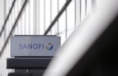 """Sanofi se défend d'avoir manqué de réactivité dans la gestion du dossier de la Dépakine et n'a constitué aucune provision dans ses comptes à ce titre. La Dépakine est un antiépileptique également prescrit en cas de troubles bipolaires que Sanofi commercialise en France depuis 1967. L'Inspection générale des affaires sociales (Igas) avait dénoncé en février une """"faible réactivité"""" de Sanofi et de l'Agence du médicament, leur reprochant une information insuffisante sur les risques connus pour les femmes enceintes. /Photo d'archives/REUTERS/Christian Hartmann"""