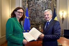 Belgium's Foreign Minister Didier Reynders (R) and EU trade commissioner Cecilia Malmstrom pose with the annexes of the Comprehensive Economic and Trade Agreement (CETA), a planned EU-Canada free trade agreement, at the Lambermont Residence in Brussels, Belgium, October 29, 2016. REUTERS/Eric Vidal