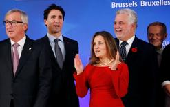 (L-R) European Commission President Jean-Claude Juncker, Canada's Prime Minister Justin Trudeau, Canada's International Trade Minister Chrystia Freeland, Quebec's Premier Philippe Couillard and European Council President Donald Tusk attend the signing ceremony of the Comprehensive Economic and Trade Agreement (CETA), at the European Council in Brussels, Belgium, October 30, 2016.  REUTERS/Francois Lenoir