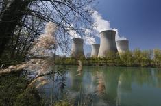 EDF fait savoir mardi qu'il maintient la date du 30 novembre pour le redémarrage de son réacteur nucléaire Bugey 4, comme prévu initialement. /Photo d'archives/REUTERS/Robert Pratta