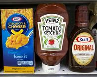 A Heinz Ketchup bottle sits between a box of Kraft macaroni and cheese and a bottle of Kraft Original Barbecue Sauce on a grocery store shelf in New York March 25, 2015.   REUTERS/Brendan McDermid/File Photo