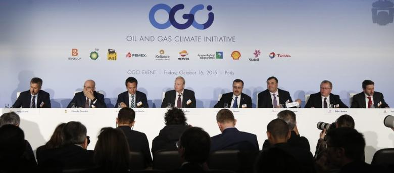 (L-R) Helge Lund, Chief Executive Officer of BG Group, Claudio Descalzi, CEO of Eni, Emilio Lozoya, Chief Executive Officer of Petroleos Mexicanos (Pemex), Bob Dudley, Group Chief Executive of BP, Amin H. Nasser, President and CEO of Saudi Arabian Oil Company Saudi Aramco, Patrick Pouyanne, Chief Executive Officer of Total,  Eldar Saetre, CEO of Statoil, Josu Jon Imaz, Chief Executive Officer of Repsol, attend a news conference during the Oil and Gas Climate Initiative summit in Paris, France, October 16, 2015.  REUTERS/Jacky Naegelen
