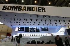 Le nouvel avion d'affaires du constructeur canadien Bombardier, le Global 7000, a effectué vendredi son premier vol d'essai au-dessus de Toronto, a annoncé le groupe. Le projet ayant déjà accumulé plusieurs retards, certains investisseurs et analystes doutaient de la capacité de Bombardier à effectuer ce vol inaugural avant la fin de cette année, contrairement à ce qu'avait annoncé le groupe. /Photo d'archives/REUTERS/Denis Balibouse