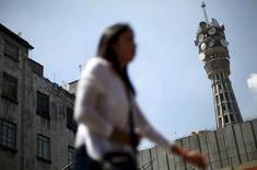 Una antena de telecomunicaciones en Ciudad de México, oct 8, 2015. El Gobierno de México descalificó el viernes a uno de los dos consorcios que compiten para construir y operar una red compartida de telecomunicaciones, dejando a un solo grupo como contendiente por el ambicioso proyecto.  REUTERS/Edgard Garrido