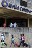 El grupo hotelero Meliá Hotels International logró un crecimiento en los ingresos de sus hoteles y mejoró notablemente la rentabilidad por habitación gracias a la favorable temporada turística en España. En la imagen de archivo, unos turistas en el hotel Meliá Cohiba de La Habana, Cuba, el 12 de septiembre de 2012 REUTERS/Enrique De La Osa
