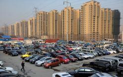 Les ventes de voitures neuves ont augmenté de 20% en octobre en Chine par rapport au même mois de 2015, à 2,2 millions d'unités, a annoncé mardi l'Association chinoise des voitures particulières (CPCA). /Photo d'archives/REUTERS/Jianan Yu