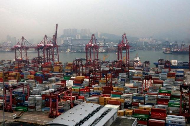 11月9日、OECDが発表した9月の景気先行指数で、ブラジルやロシアなどの新興国に加えて中国やインドなどで成長が加速していることが示された。香港で5月撮影(2016年 ロイター/Bobby Yip)