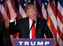 El Ibex-35 registró su tercera sesión consecutiva de pérdidas tras la victoria electoral de Donald Trump en EEUU, que provocaba fuertes trasvases de movimientos entre clases de activos en anticipación a las políticas que pondrá en marcha. En la imagen, Trump durante la noche electoral del pasado 9 de noviembre de 2016 en Manhattan, Nueva York. REUTERS/Mike Segar
