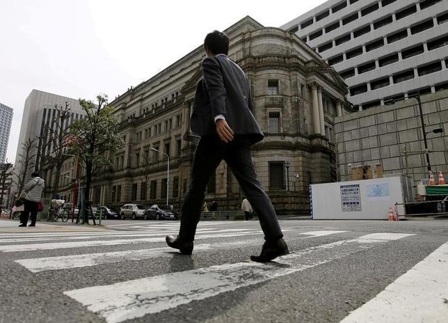 11月16日、日銀が公表した貸出先別貸出金・統計によると、ことし4月から9月の国内金融機関による不動産業向け新規融資は5兆8943億円と前年比16%増加した。写真は都内で3月撮影(2016年 ロイター/Toru Hanai)
