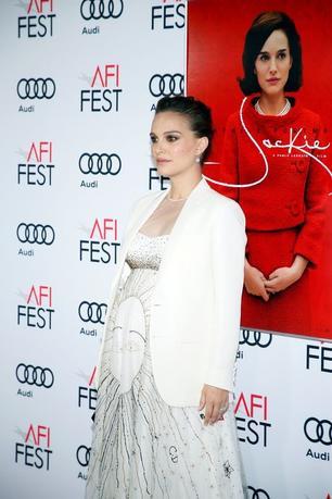 11月15日、女優ナタリー・ポートマンが、ロサンゼルスで開催中のAFI映画祭に合わせて14日に行われた新作映画「Jackie(原題)」のプレミア上映会に出席した(2016年 ロイター/Danny Moloshok)