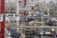 La production industrielle est restée inchangée aux Etats-Unis en octobre, sous l'effet d'une baisse de l'activité dans les services aux collectivités. /Photo d'archives/REUTERS/Chris Berry
