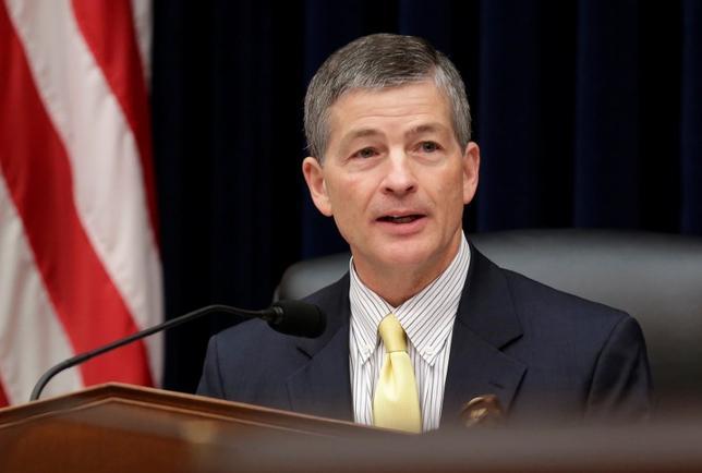 11月16日、米下院金融サービス委のジェブ・ヘンサーリング委員長は、FRB改革が最優先課題との認識を示した。写真はワシントンで15日撮影(2016年 ロイター/Joshua Roberts)