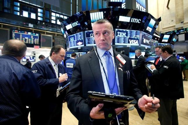 11月16日、米国株式市場は、S&P総合500種とダウ工業株30種が反落した。ニューヨーク証券取引所で撮影(2016年 ロイター/Brendan McDermid)