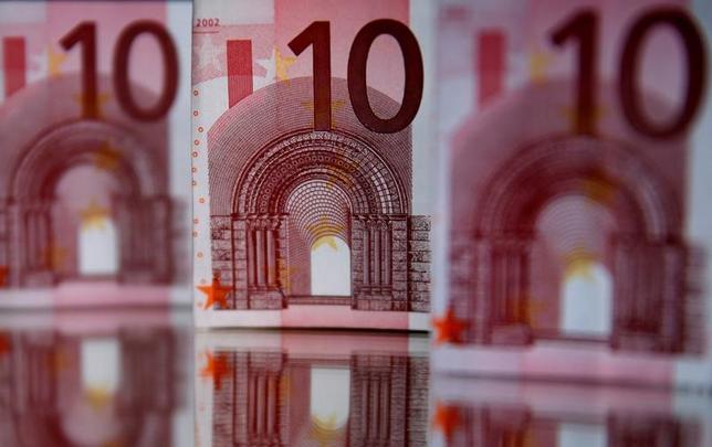11月17日、ECBのメルシュ専務理事は、ECBによる金利の底入れは近い可能性があるが、早すぎる措置のリスクを考慮すると緩和解除を協議するのは時期尚早との見方を示した。写真はユーロ紙幣、2014年4月撮影(2016年 ロイター/Dado Ruvic)