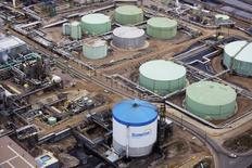 Petroleum storage tanks at the Suncor tar sands operations near Fort McMurray, Alberta, September 17, 2014. In 1967 Suncor helped pioneer the commercial development of Canada's oil sands, one of the largest petroleum resource basins in the world. Picture taken September 17, 2014.  REUTERS/Todd Korol