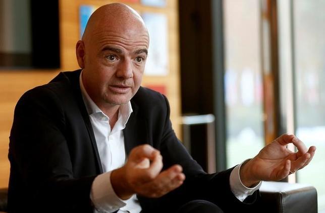 11月18日、FIFAのジャンニ・インファンティノ会長は、クラブW杯の出場枠を大幅に増やし、開催時期を12月から6月に変更したいとの考えを明かした。チューリヒで2日撮影(2016年 ロイター/Arnd Wiegmann)