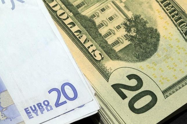 11月21日、今週の外為市場でドル/円は、米国の利上げ観測を背景に堅調地合いが続くとみられている。2014年11月撮影(2016年 ロイター/Philippe Wojazer)