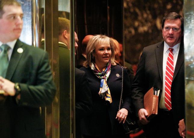11月21日、オクラホマ州のメアリー・ファリン知事が、トランプ氏らと会談した。写真はニューヨークで同日撮影(2016年 ロイター/Brendan McDermid)