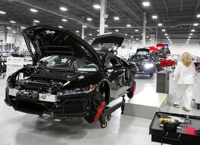 11月11日、ホンダは10月下旬に高級スポーツ車「NSX」の1日当たり生産台数を当初の4台から倍の8台に引き上げた。年間では1500台を計画する。米オハイオ州の工場(2016年 ロイター/Maki Shiraki)