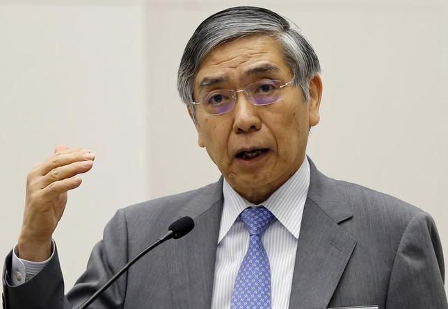 11月22日、日銀の黒田東彦総裁は参院財政金融委員会で、トランプ相場で進む円安について「現在の為替レートは年初とあまり変わらない」とし、急激な通貨安で物価見通しを引き上げた「英中銀とは状況が違う」と応えた。写真は同総裁。都内で昨年6月撮影(2016年 ロイター/Toru Hanai)