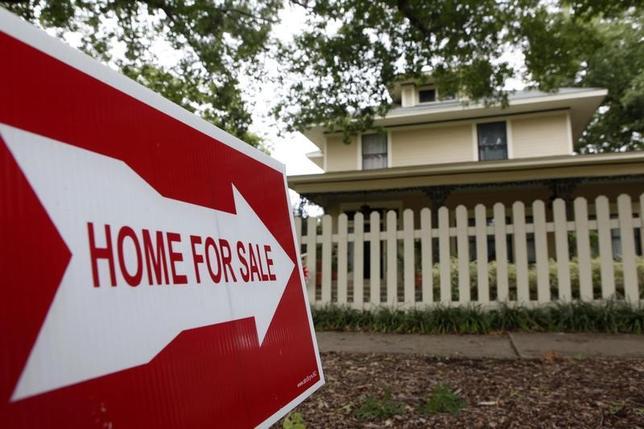 11月22日、10月の米中古住宅販売が約9年半ぶりの高水準を記録した。写真はテキサス州の住宅前で2009年9月撮影(2016年 ロイター/Jessica Rinaldi)