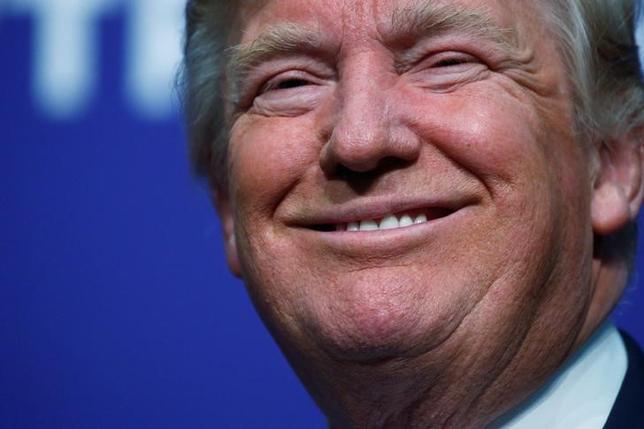11月22日、トランプ次期米大統領が強硬姿勢を軟化させた。写真はアイオワ州で6日撮影(2016年 ロイター/Carlo Allegri)