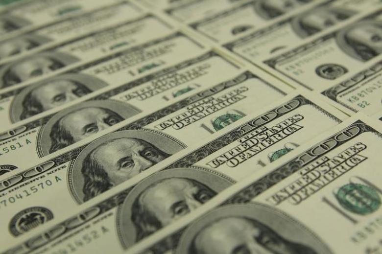 2011年11月23日,图为多张美元纸币。 REUTERS/Laszlo Balogh