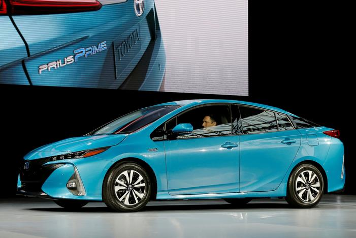 Toyota works to develop advanced electriccar battery  Reuters