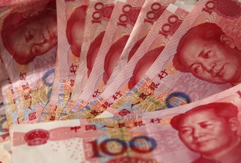 图为人民币。REUTERS/Petar Kujundzic