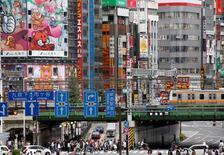 A Tokyo. L'OCDE appelle de nouveau les gouvernements à profiter du contexte de taux bas pour investir, jugeant le recours aux leviers budgétaires indispensable pour sortir du piège de la croissance molle. /Photo d'archives/REUTERS/Kim Kyung-Hoon