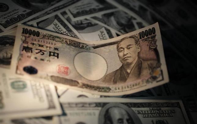 11月25日、正午のドル/円は、前日の欧州市場終盤時点と比べ、ドル高/円安の113.73/75円だった。写真は都内で2010年9月撮影(2016年 ロイター/Yuriko Nakao)