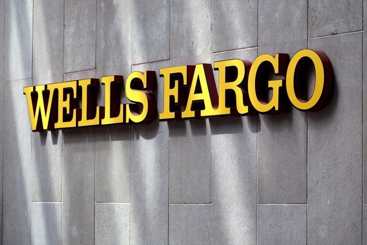 2016年4月13日,美国丹佛的富国银行分支的公司标识。REUTERS/Rick Wilking