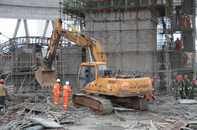 11月25日、中国東部の江西省豊城の発電所で24日朝に建設中の冷却塔で足場が崩れた事故は、死者数が74人となり、さらに2人の負傷が判明した。国営メディアが伝えた。写真は江西省で24日撮影(2016年 ロイター)