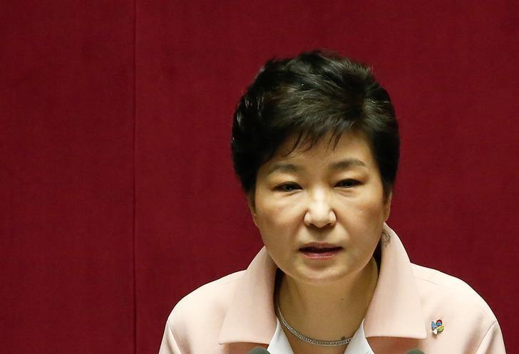 图为韩国总统朴槿惠。朴槿惠支持率跌至4%创纪录最低,消费者信心降至逾七年低点。REUTERS/Kim Hong-Ji
