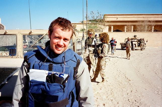 11月15日、数々の大事件を取材し、バグダッド支局長を務めたロイターのディーン・イェーツ記者(写真)が、心的外傷後ストレス障害(PTSD)と闘う日々をつづった。イラクのティクリート近郊で2003年11月撮影。ディーン・イェーツ記者提供(2016年 ロイター/Dean Yates/Handout via REUTERS)