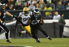 Nov 28, 2016; Philadelphia, PA, USA; Philadelphia Eagles running back Wendell Smallwood (28) carries the ball in the first half against the Green Bay Packers at Lincoln Financial Field. Mandatory Credit: James Lang-USA TODAY Sports