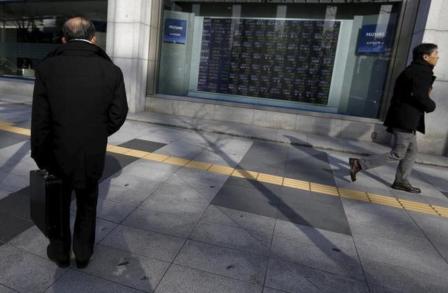 11月29日、「トランプラリー」が減速している。起点だった米金利上昇が止まり、ドル高/円安が一服、円安による業績改善期待で買われていた日本株も調整色が見えてきた。写真は都内で2月撮影(2016年 ロイター/Yuya Shino)