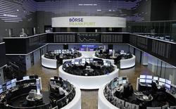 Les principales Bourses européennes sont irrégulières mardi dans les premiers échanges, dans un mouvement de consolidation qui vient après trois semaines de hausse d'affilée dans la foulée de l'élection de Donald Trump au scrutin présidentiel américain du 8 novembre. L'indice CAC 40 avance de 0,13% à 4.516,20 points à Paris vers 08h40 GMT mais le Dax perd 0,15% à Francfort et le FTSE recule de 0,36% à Londres. /Photo prise le 28 novembre 2016/REUTERS