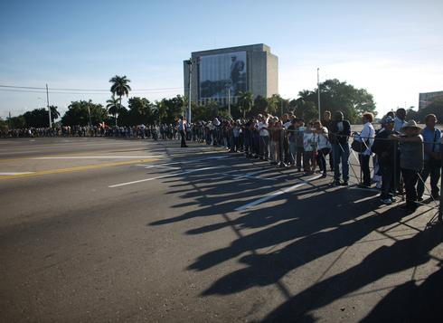 Cuba's long lines for Castro