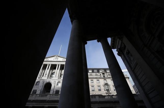 11月30日、英イングランド銀行(中央銀行)は金融安定報告を公表し、欧州連合(EU)離脱や米大統領選挙などの要因で国内の金融システムは「困難」に直面する可能性があるとの見方を示した。3日撮影(2016年 ロイター/Peter Nicholls)