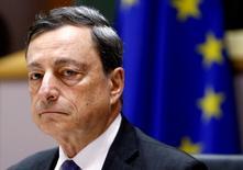 En la imagen, Draghi en Bruselas el 21 de junio de 2016. La propagación de los movimientos populistas está amenazando la integración europea y los esfuerzos para encontrar respuestas conjuntas a la inmigración, la seguridad y otras preocupaciones compartidas, dijo el presidente del Banco Central Europeo, Mario Draghi, en una entrevista publicada el miércoles. REUTERS/Francois Lenoir/File Photo